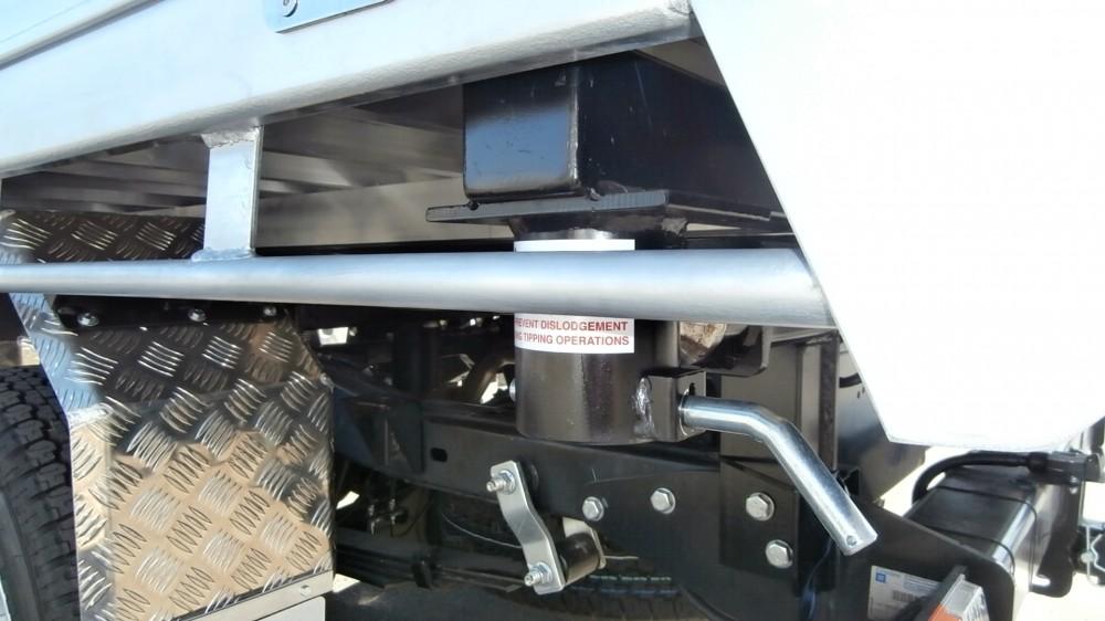 Colorado Rg 3 Way Tipper Unit Aluminium Auto